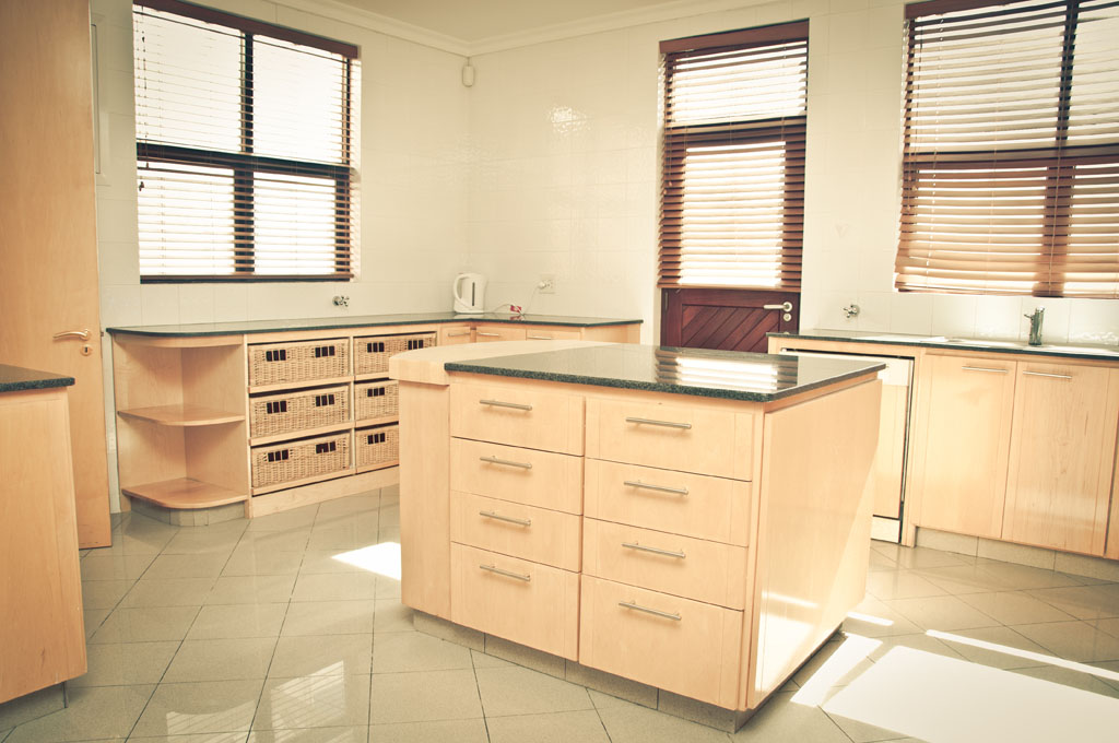 Kitchen with kitchen island for Kitchen island cape town