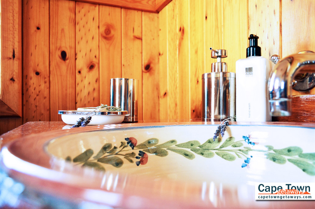 Self-Catering Cottages Knysna Bathroom Basin