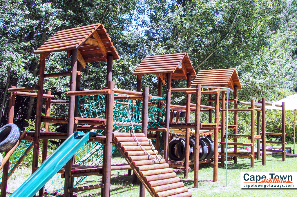 Country Lodge Accommodation Picnics Jungle Gym