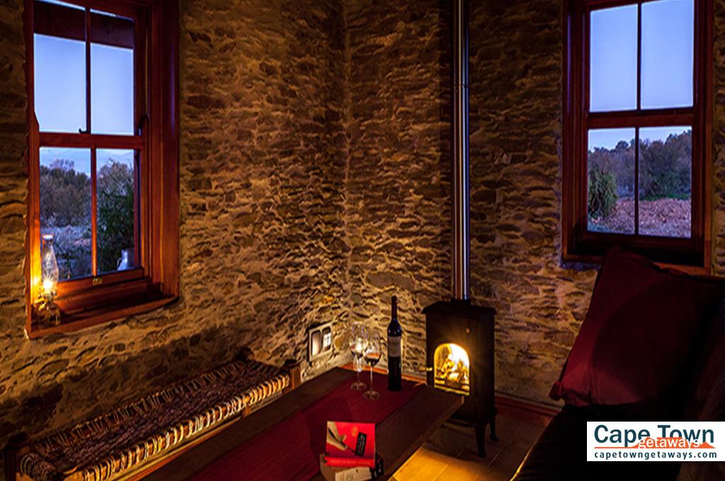 Oudtshoorn Cottage Lounge