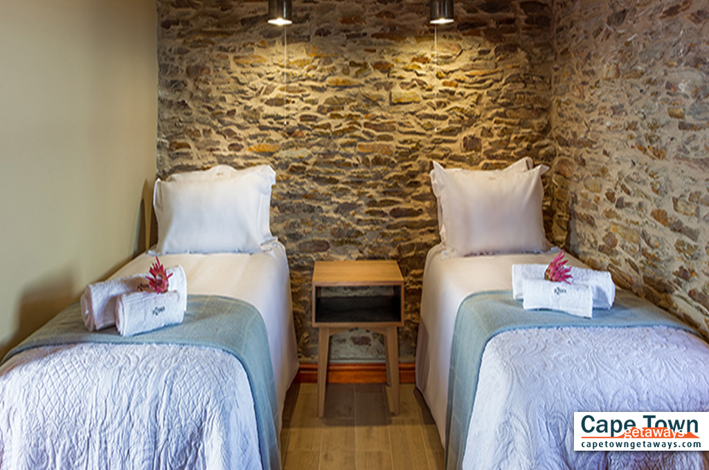 Oudtshoorn Cottage Room-with-twin-beds