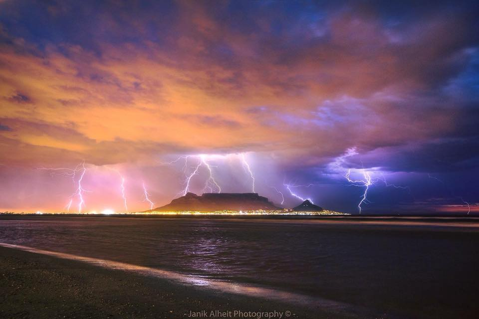 Lightning in Cape Town - Janik Alheit