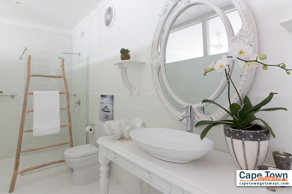 Modern en-suite bathroom with towels provided