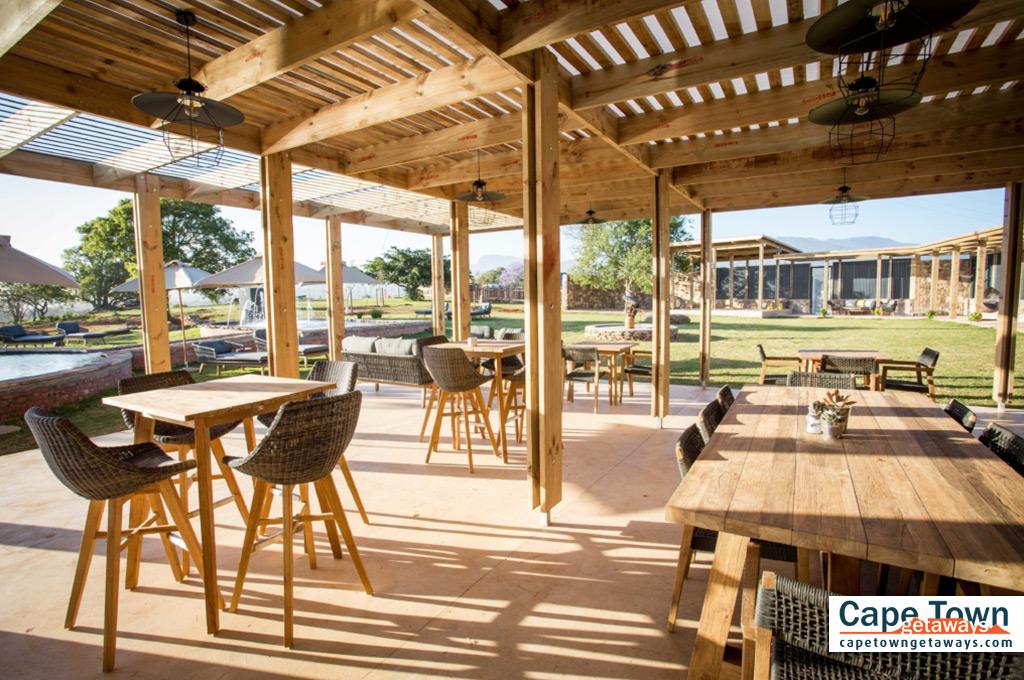 Village lodge Bellevue restaurant