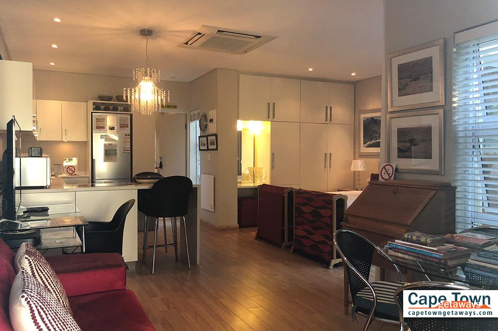 Spacious & elegant dining room