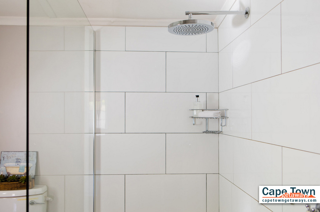 Triple room shower
