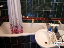 Bay room bathroom
