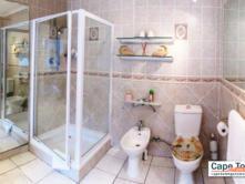 Tuscan en-suite bathroom