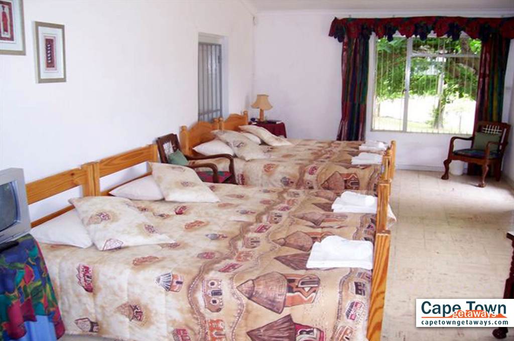 Bedroom with x2 double beds