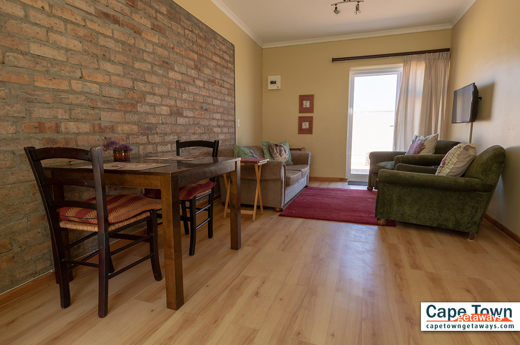 Lounge area with dining table