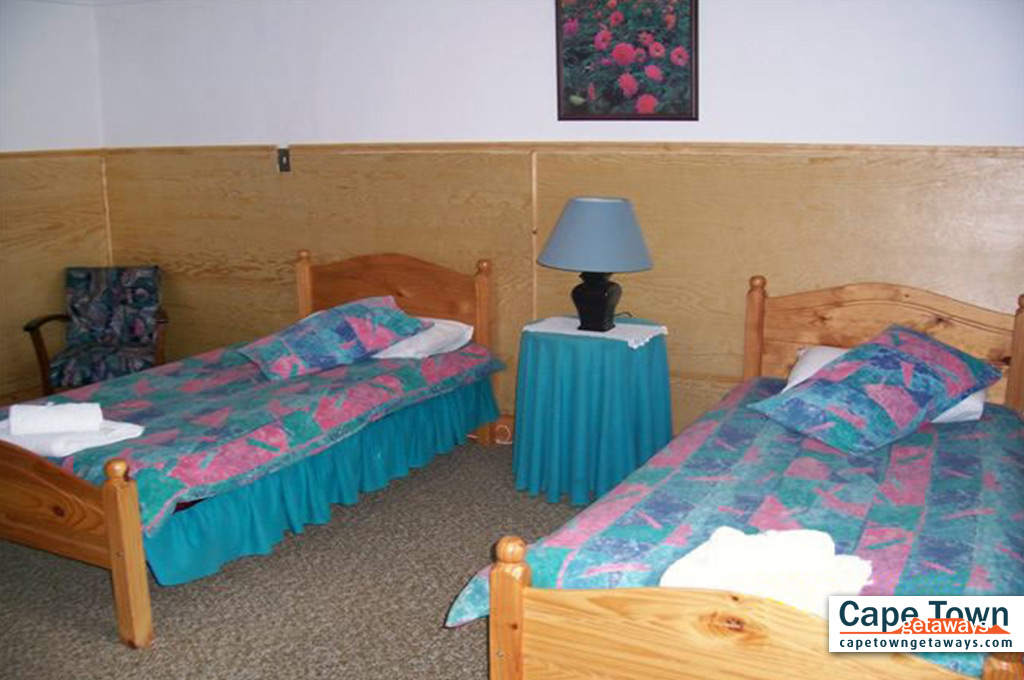 Twin-beds in bedroom