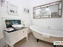 Clamshell Suite - bathroom