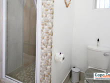 Clamshell Suite - shower and toilet